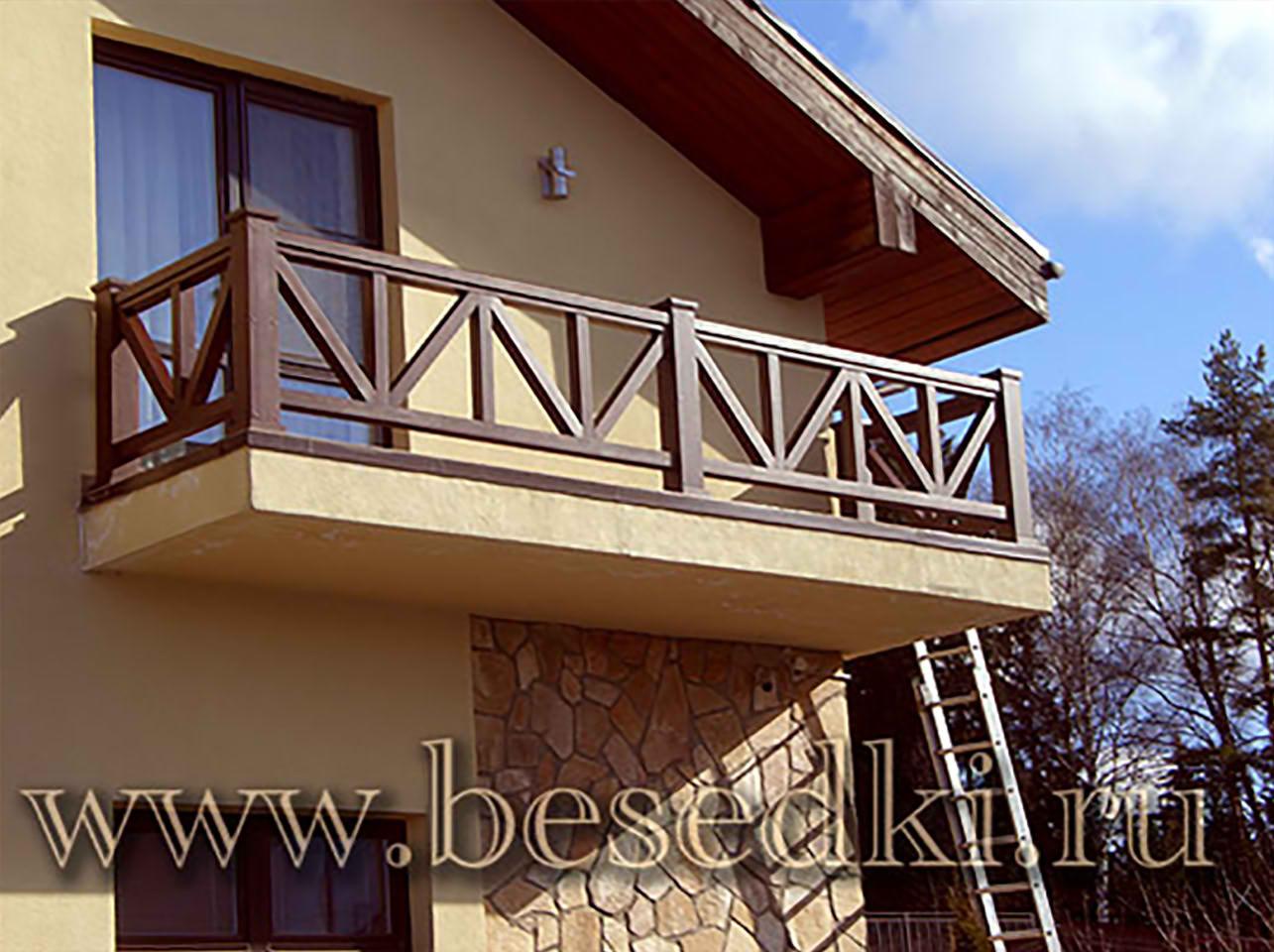 Деревянные поручни для балкона.